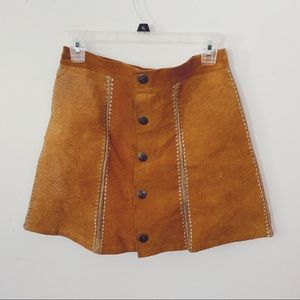 HP🥂Vtg Suede Woven Buttoned Skirt